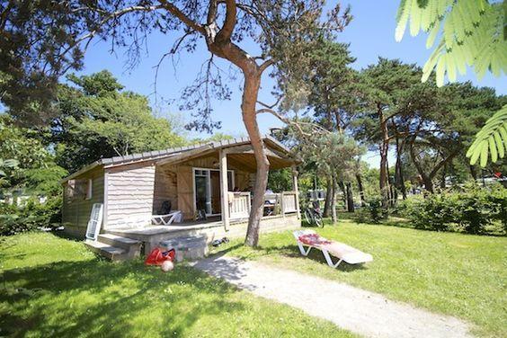Leuk voor een stedentrip of een tussenstop met kinderen op weg naar het Zuiden. De Franse stad Nantes heeft een groene vijfsterren camping met glamping-accommodaties: cottages, chalets en een boomhut!