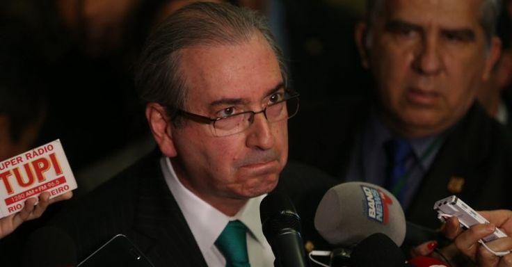 Eduardo Cunha chora e renuncia à presidência da Câmara
