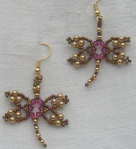 These beaded dragonfly earrings are so sweet and pretty.  Tutorial is $5.50 by Jaycee patterns.