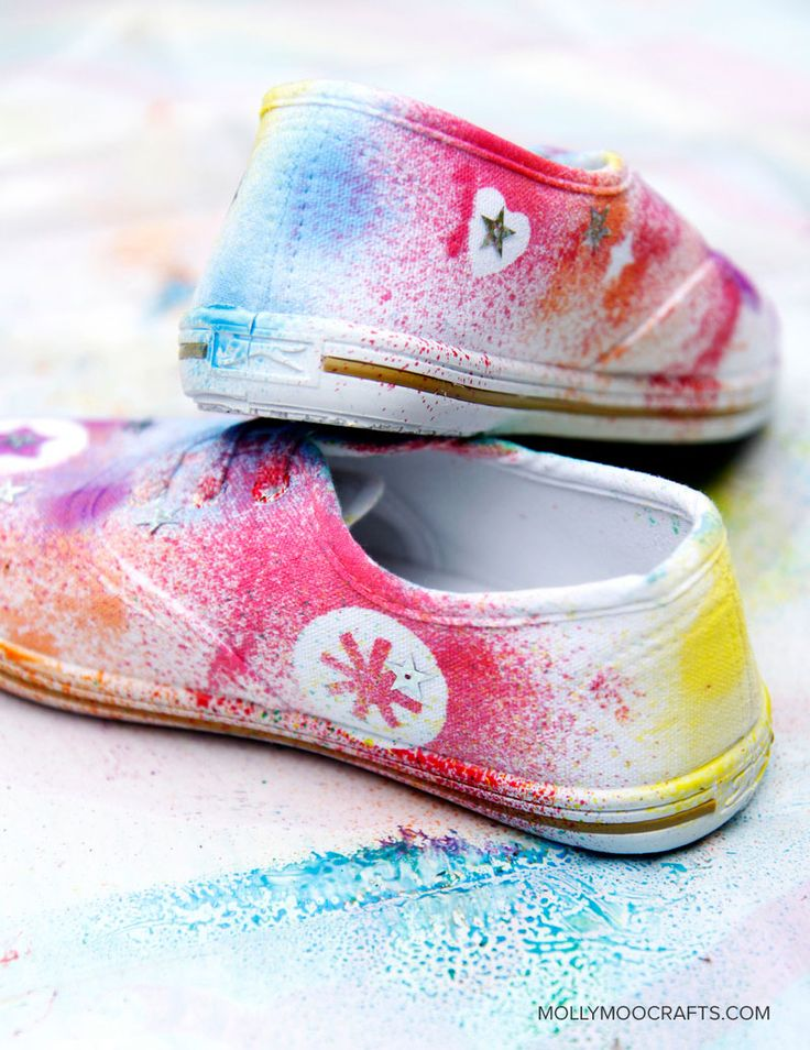 DIY Shoe Decorating For Kids...great party idea for t-shirts or hats too.