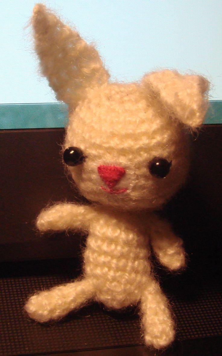 biały króliczek, szydełkowy