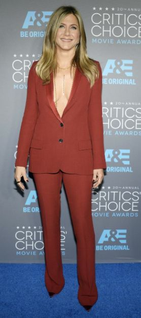 Jennifer Aninston Critics' Choice Awards' Gucci tuxedo