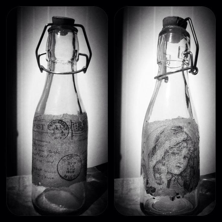Dekorert med Serviett på glass flasker :-)