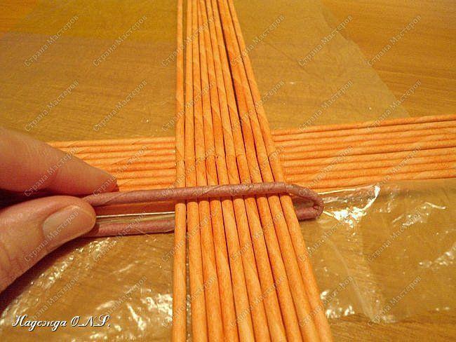 Неоднократно меня спрашивали, как я плету подносы... Выпал случай сфотографировать процесс...  фото 4