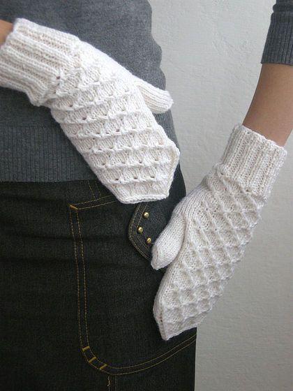 Варежки, митенки, перчатки ручной работы. Ярмарка Мастеров - ручная работа Варежки Squares белые. Handmade.