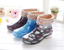 All seasons rain shoes Lined pull o...