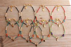 Es una pulsera de estilo étnico que es decorado cal verde afgano perlas, cristales de 4mm, 3mm cristal Perla oro lleno encanto y espacio. Acabado también cadena y clap llenado oro. Es un gran regalo y también con encanto desgaste diario.  Medida: Su muñeca + cadena de extensión 1/2  Por favor seleccione su color de muñeca y de cristal de la lista de  El precio es sólo una pulsera  Esta pulseras están listos para enviar hoy. Por favor, excepto los artículos con de 15 a 20 días (2-4 semanas)…