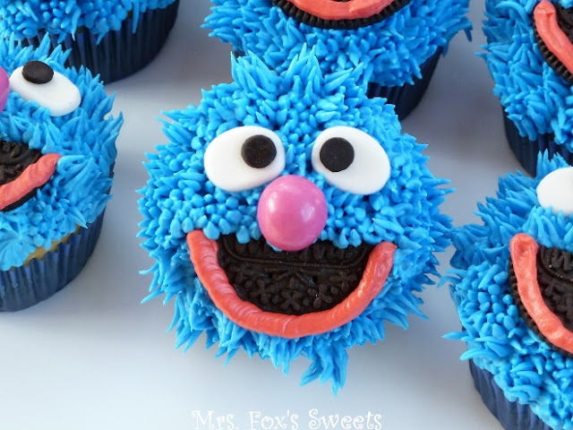 Grover on a cupcake! I need to learn how to make Muppet fur with frosting...