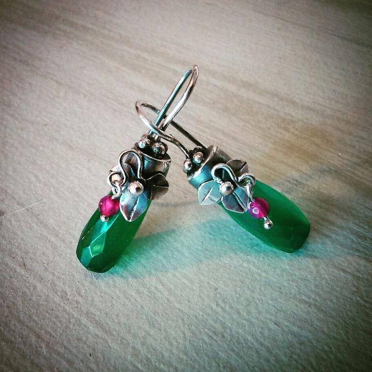 Aros de plata agata verde gota y agata fuccia