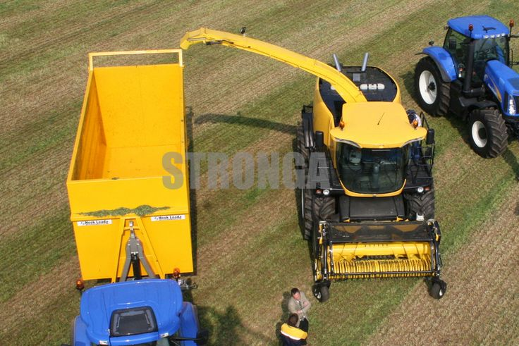 A birds eye view 👁  #stronga #newholland #tractor #trailer #lamma #show #exhibition #grass #agriculture #agri #agritech #hooklift #container #birdseye #aerial