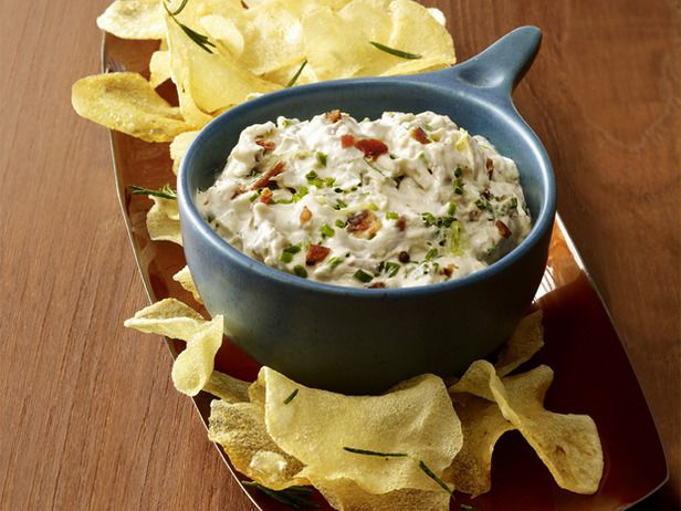 Roasted Garlic-Bacon Dip from #FNMag for the #BigGame this weekend.