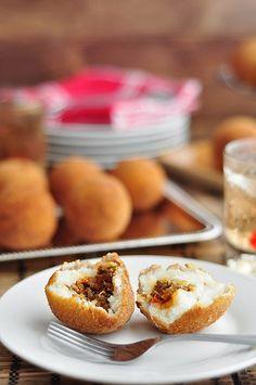 Receta Bombas de papa rellenas fritas o al horno - Bombas de patata receta - Recetas de patatas rellenas - Patata rellena de carne - Aperitivos fáciles