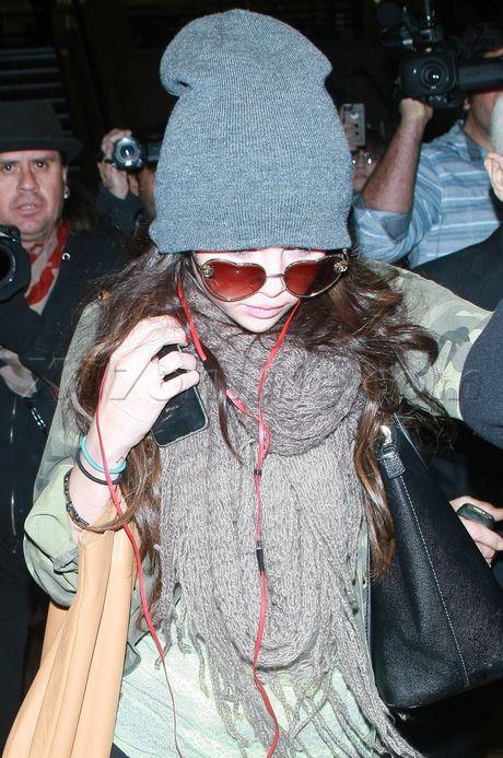 selena gomez wearing sunglasses | ... and Paparazzi Photo Galleries - Selena Gomez Wears Funky Sunglasses