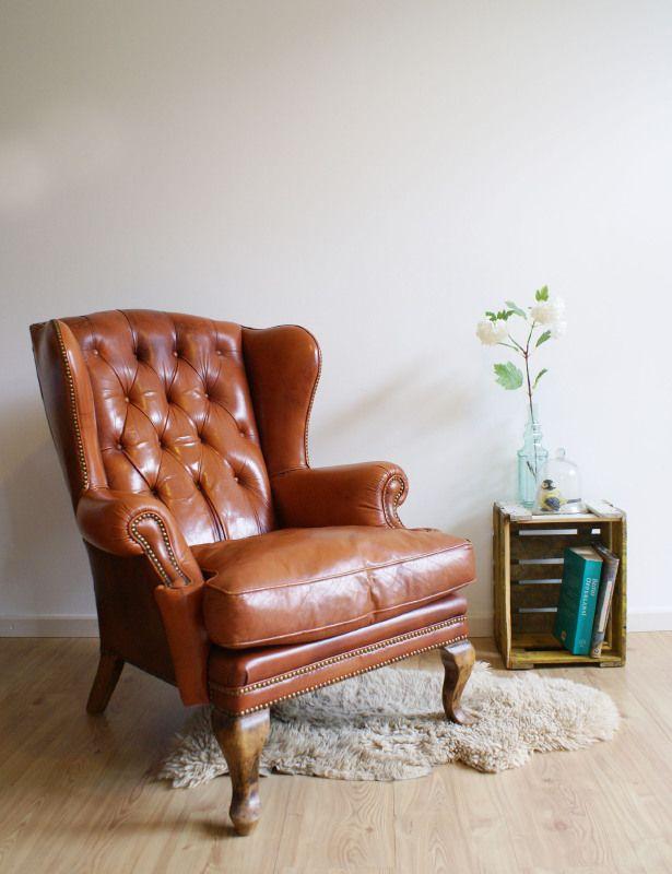 Stoere vintage lederen fauteuil, chesterfield-achtige retro stoel