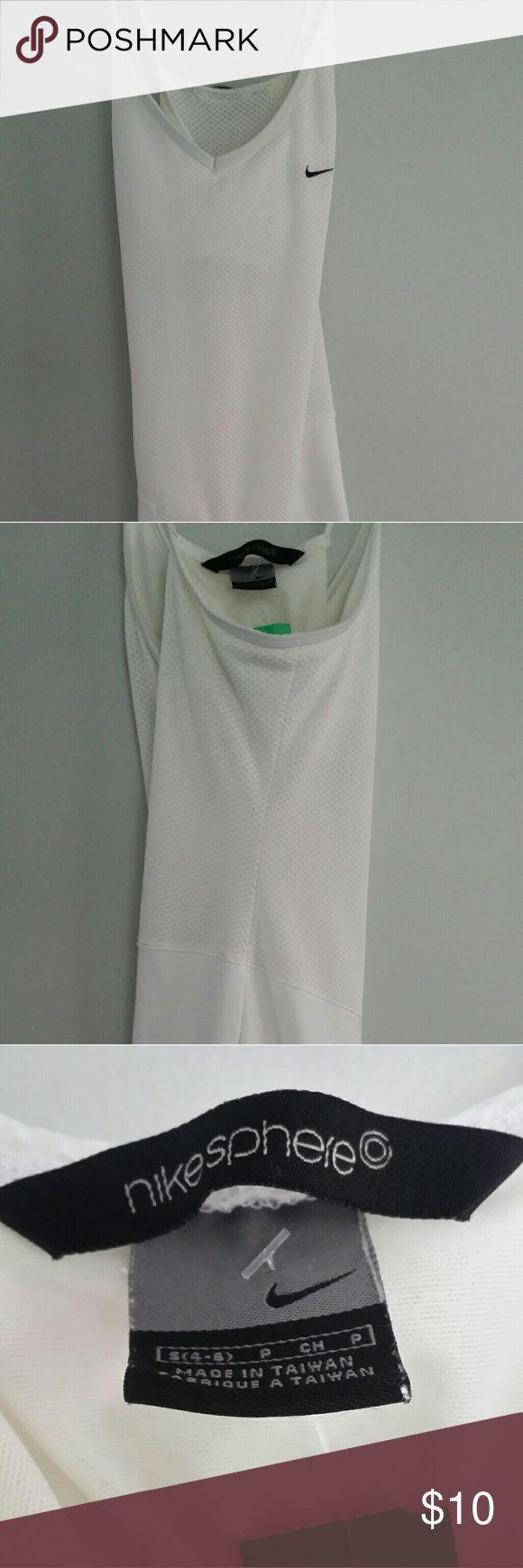 Nike Sphere Dress Size 4 White Nike Dress! PreOwned great condition Nike Dresses Mini