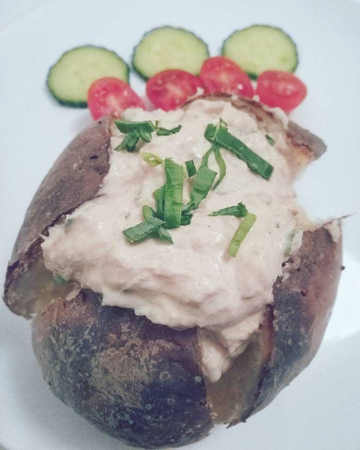 Fav: Baked potato with creamy tuna mix, so delicious!👌 ... Bakad potatis med krämig tonfiskröra på kvarg ... recept!?