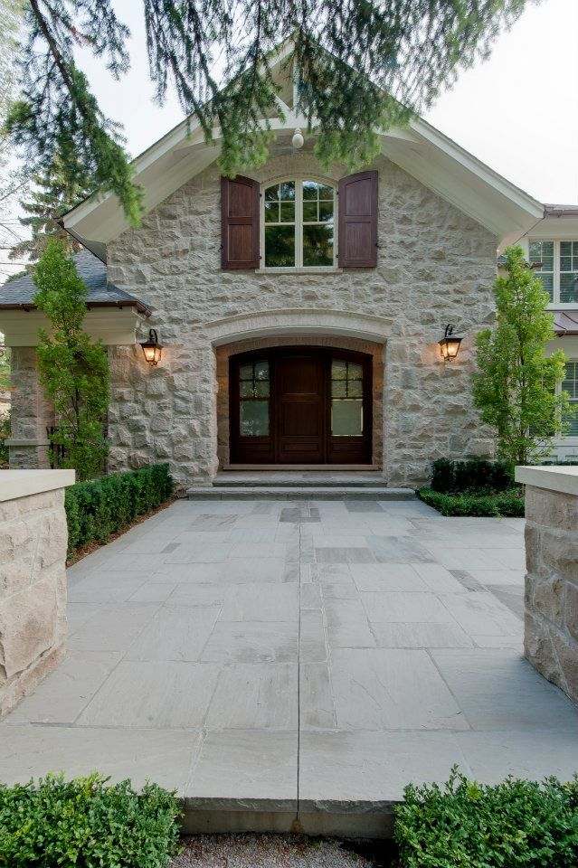 Canadian luxury home built by Carlos Jardino and the PCM Home Construction team in Canada #luxuryhomes #oakvilleluxurybuilder