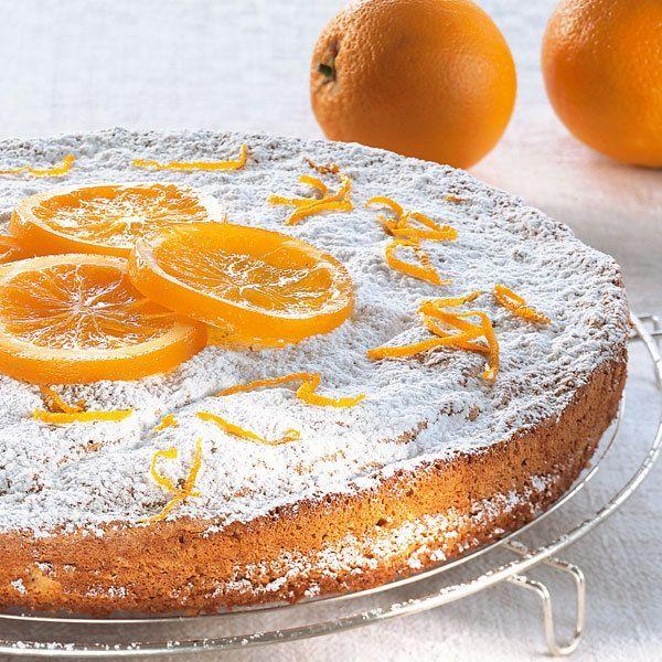 Ricotta, der italienische Frischkäse, schmeckt schon pur cremig-fein, mit Mandeln gemischt im Kuchen aber noch viel feiner.