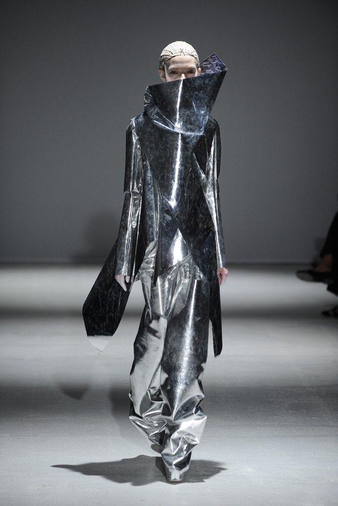 Gareth Pugh RTW Fall 2014 [Photo by Giovanni Giannoni]