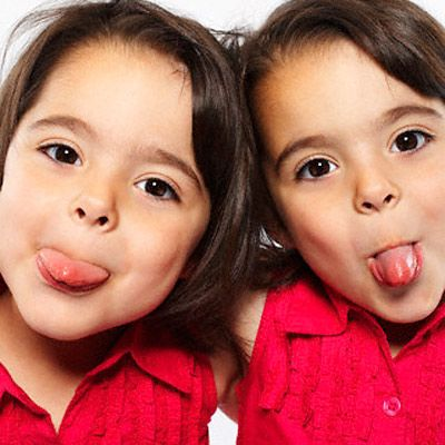 1000 images about identical twins mirror image twins for Mirror twins
