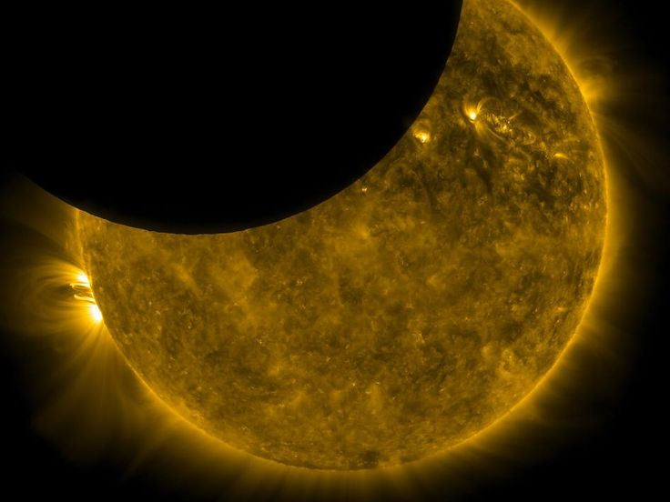 Incredible shot of solar eclipse