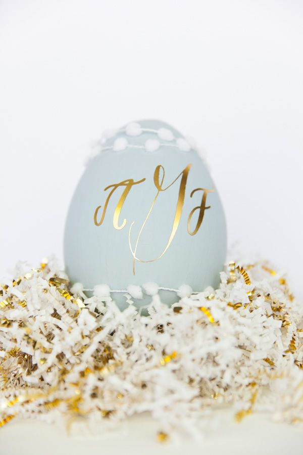 Handmade Mood | Monogrammed Easter Egg | A Silhouette Project from http://handmademood.com