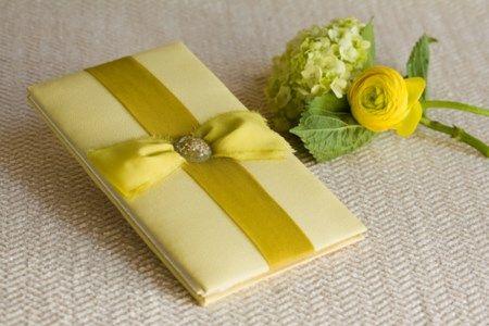 светло-зеленые тканевые свадебные приглашения с лентой и стразами - фото свадебные приглашения, разработанный дизайн-flite емкостью