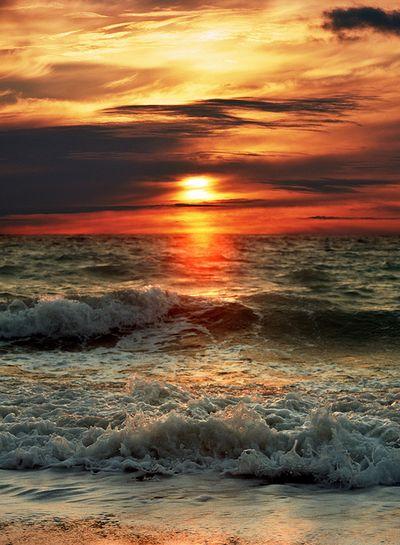 Midnight strolls along the beach? Which #BeachDress will you be wearing http://www.very.co.uk/women/swimwear-beachwear/beachwear-clothing/e/b/1758/r/48.end x