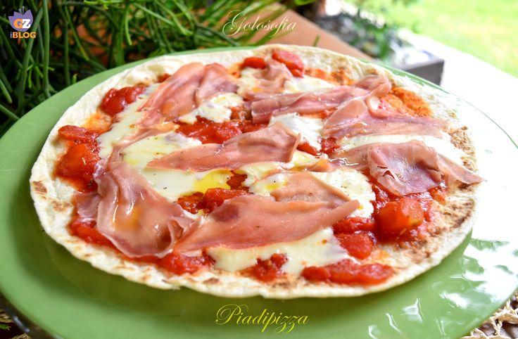 Piadipizza, tipica ricetta dell'Emilia Romagna, molto buona e gustosa! semplice e veloce da realizzare, è perfetta per un pasto rapido o un aperitivo!