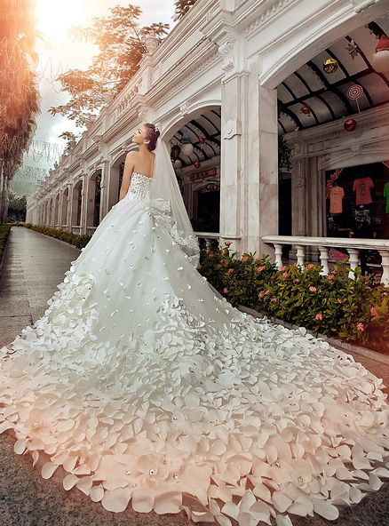 gorgeous wedding dress flower knitting