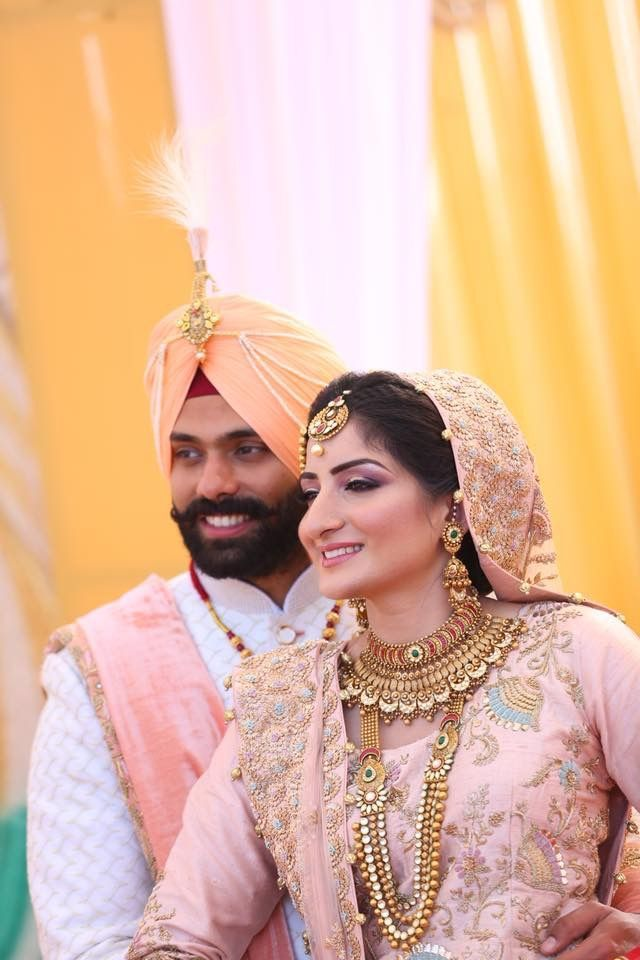 Pin By Judith Young On Punjabi Groom Nd Bride In 2020 Bride Bride Photoshoot Wedding Pics