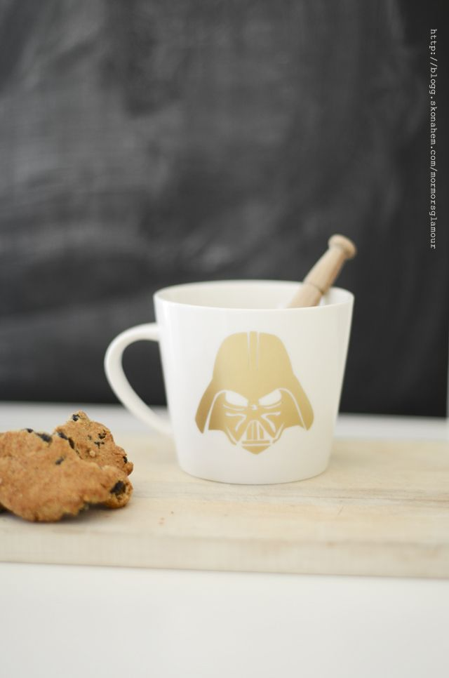 Make a Darth Vader cup with decor foil for porcelain. Full tutorial and step by step pictures.