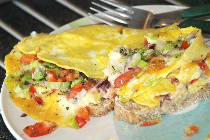 Omelett med grønnsaker - http://www.matbok.no/omelett-med-gronnsaker/