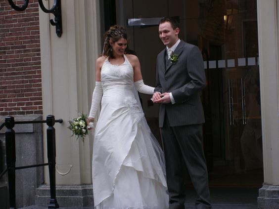 De Bruidshoek in Leiden kleedde o.a. Carolien en Ferdy uit Den Haag.