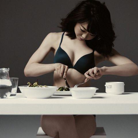 ライザップのCMで大変身をとげた峯岸みなみさん。ダイエット中に食べてたものがいまダイエッターに人気だそう。そんな彼女がダイエットに成功した理由の一つでもあるダイエット食をご紹介します♡