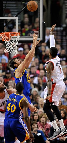 Description of . Golden State Warriors' Harrison Barnes (40) and Andrew Bogut, center, defend Portland Trail Blazers' Dorell  Wright (1) during the first half of an NBA basketball game in Portland, Ore., Tuesday, March 24, 2015. (AP Photo/Greg Wahl-Stephens)