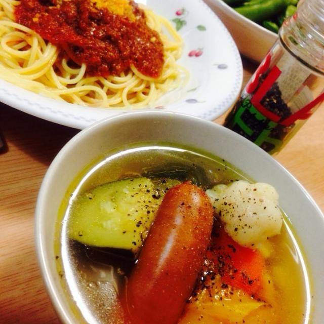 大きなカリフラワーを買ったはいいけど、なににしよう?ってことで!ズッキーニ、パプリカ、シャウエッセンとスープにしましたシンプルイズベストでございます - 36件のもぐもぐ - カリフラワーのスープ! by machiruda11