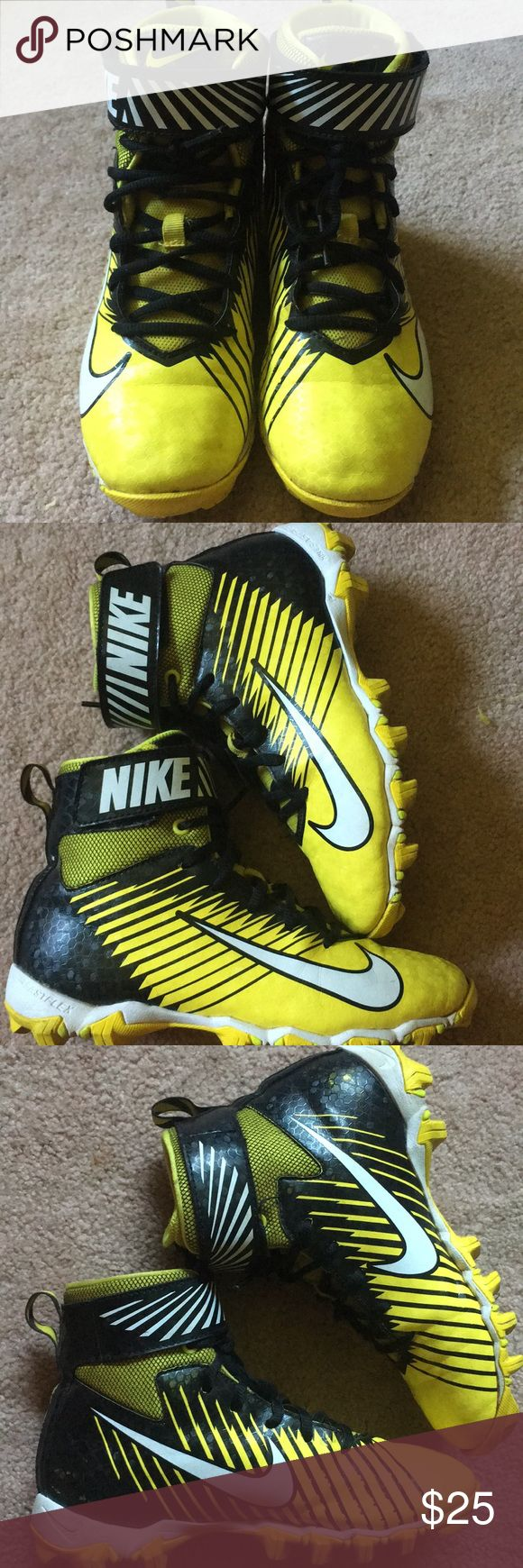🏈NIKE FOOTBALL CLEATS NIKE high top football cleats in EUC. Worn for one youth season, and they don't fit anymore. I wiped them down, but i have to clean the bottoms a little more before they ship. No smoking home. 🔹offers welcome 🔹bundle for greater discount Nike Shoes