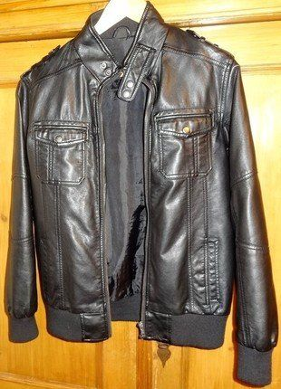 À vendre sur #vintedfrance ! http://www.vinted.fr/mode-enfants/garcons-vetements-dexterieur/29184036-blouson-simili-cuir-noir