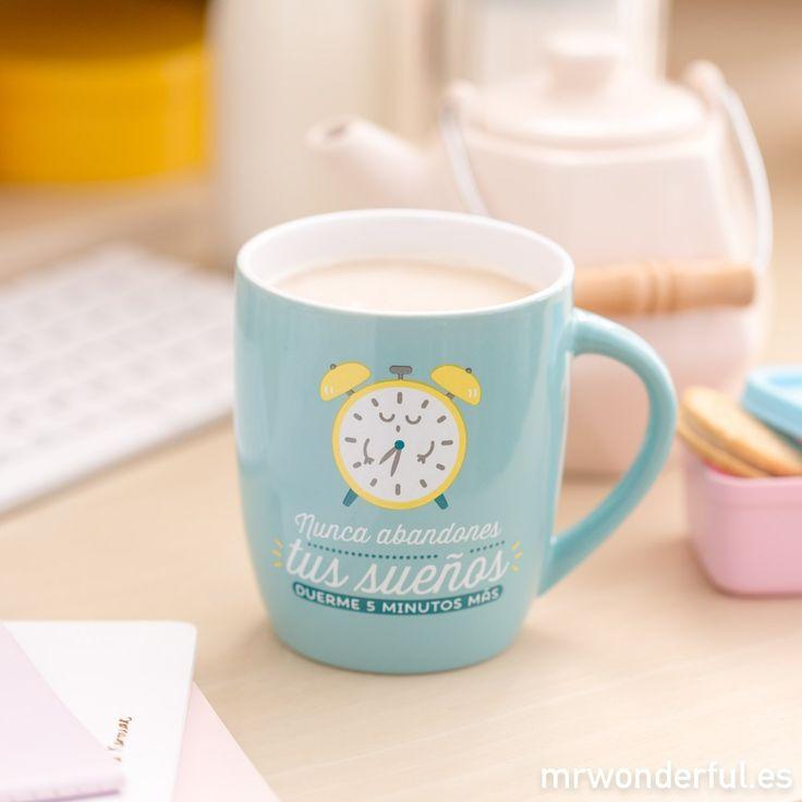 """Taza """"Nunca abandones tus sueños, duerme 5 minutos más"""". Dormir cinco minutos más es un lujazo. #mrwonderfulshop #mug #coffee #morning #dream #night #clock"""