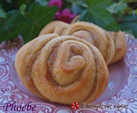 Ρολλάκια Κανέλλας με γέμιση Μήλου