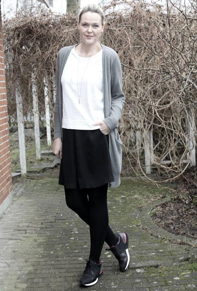 Søde Marlene fra bloggen Malsen i BLACK SWAN FASHION outfit ; Faith cardigan til 690 kr Farryn tee til 220 kr Frigg skirt til 550 kr. http://www.malsen.dk/2015/02/line-nederdel-lang-cardigan-og-louis-vuitton-sneakers/