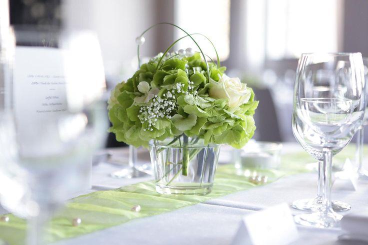 Tischdekoration für den Frühling kann sehr unterschiedlich ausfallen. Entdeckt tolle Beispiele in unserer Bildergalerie. | Ideen und Inspirationen