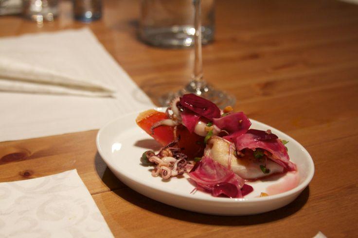 Calamaretti = Tintenfisch Tuben / Gegrillte Wassermelone / Roter Rüben Salat / Wasabi Dressing