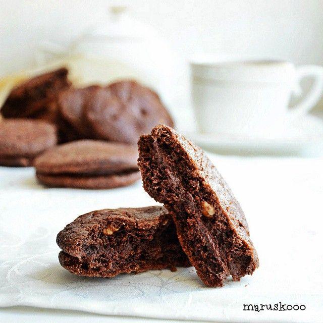 75 отметок «Нравится», 10 комментариев — @maruskooo в Instagram: «Шоколадое печенье с шоколадной прослойкой, шоколадной крошкой и орехами Да, я шоколадный маньяк, и…»