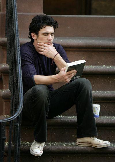 Джеймс Франко постоянно читает