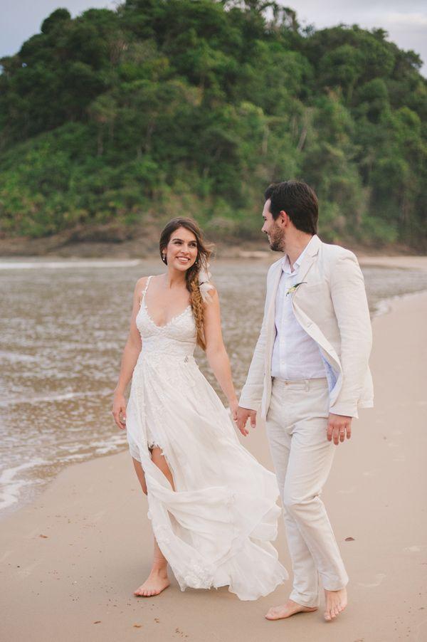 Brazilian wedding on the beach - photo by Piteira Photography http://ruffledblog.com/brazilian-wedding-on-the-beach
