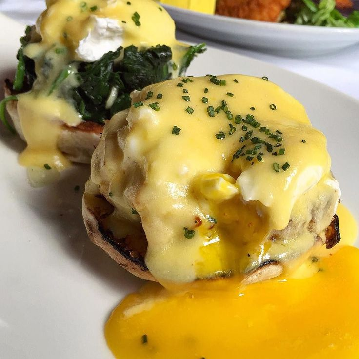 When you wake up and realize you had a dream about the yolk porn you experienced with your Crab Cake Benedict and Eggs Florentine. Thank you @chefanienass and @redeyegrillnyc for a great brunch tasting! #eggsbenedict #crabcake #eggporn #yolkporn #putaneggonit #brunch #nycbrunch #redeyebrunch #heresmyfood #bestfoodyear #nycfat #mealsandreels #tastesbetterhere by tastesbetterhere