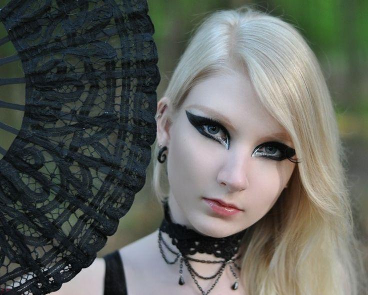 17 meilleures id es propos de maquillage gothique sur pinterest maquillage gothique. Black Bedroom Furniture Sets. Home Design Ideas