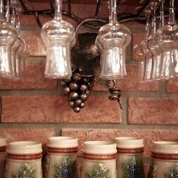 Kovaný držiak na poháre na víno